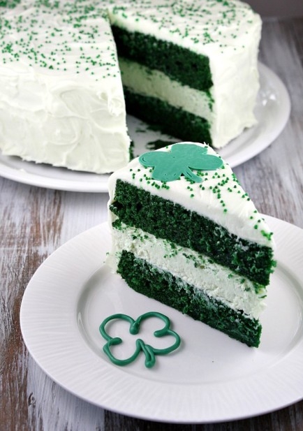Green-Velvet-Cheesecake-Cake